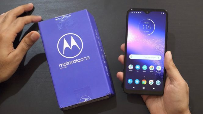 Come collegare Motorola One Macro alla TV